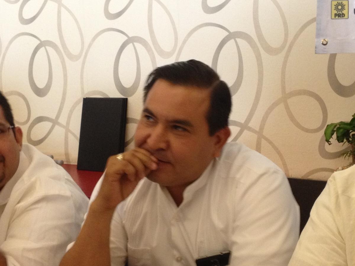 """Llaman """"homosexual reprimido"""" a Jiménez Rumbo y le piden que """"salga del clóset"""""""