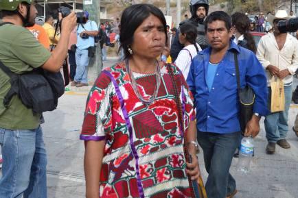 Una de las indígenas que bloquearon ayer la autopista del sol. (Foto: Jesús Bello/API)