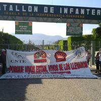 Protestan maestros en el 27 batallón de infantería