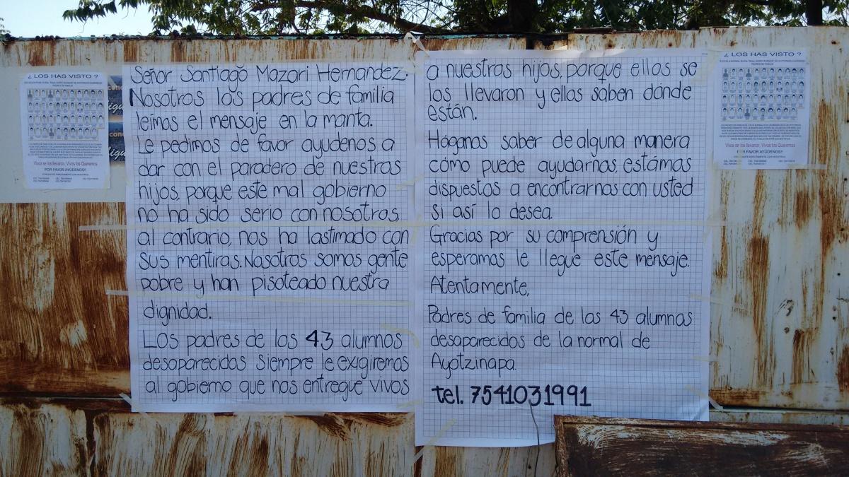 Padres de los 43 piden ayuda al narco para localizar a sus hijos
