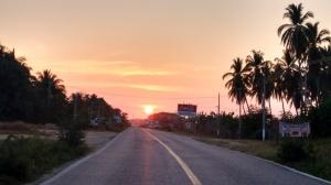 Así se ve el ocaso junto a las playas de la Costa Chica, en la carretera Marquelia-Cruz Grande. (Fotografía: Jonathan Cuevas/API)