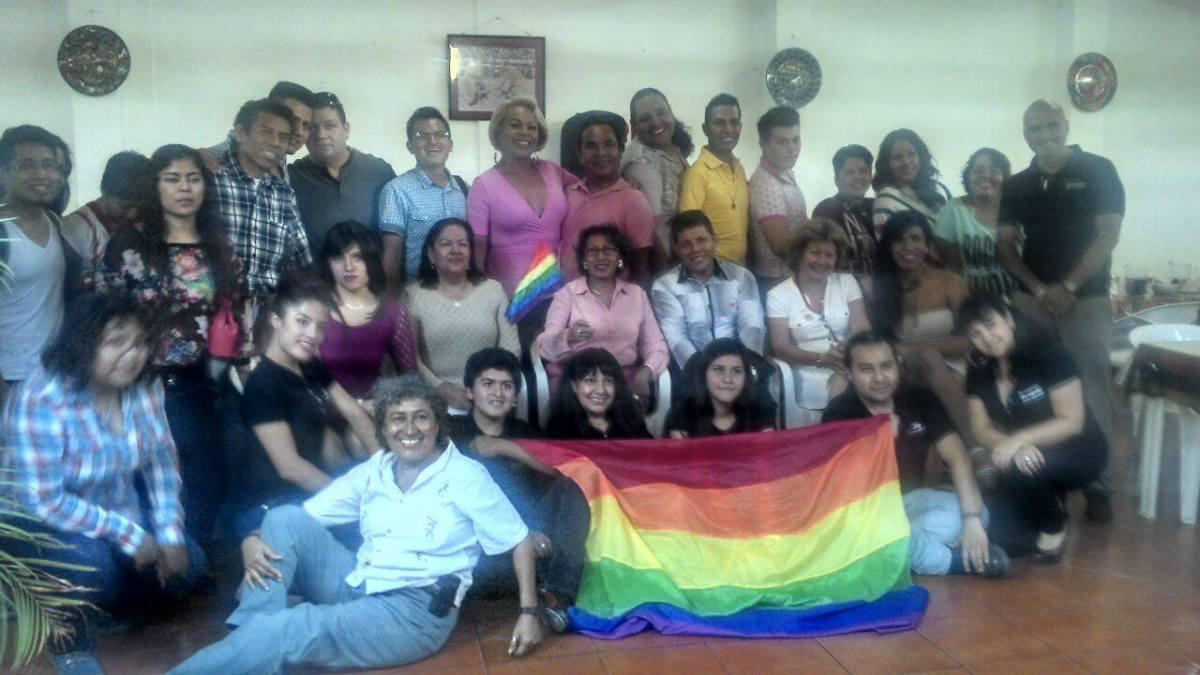 "Movimiento lésbico-gay exige ""respeto"" a la Iglesia Católica"
