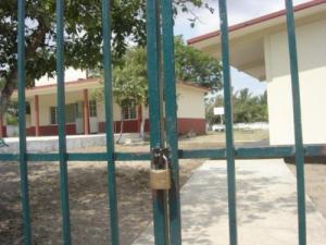 Escuela cerrada 1