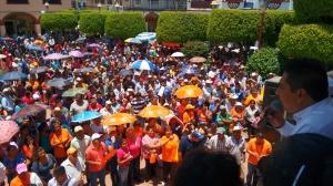 Mitin en el zócalo de Teloloapan para respaldar la impugnación que presentó Pablo Segura, candidato de PMC a la alcaldía. (Fotografía: Jonathan Cuevas/API)