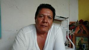 El maestro Alcibiades Ramírez relata como las tradiciones en Cocula se han visto afectadas por la presencia de grupos criminales, y la mala fama que se ganó Colcula tras la desaparición de los 43 normalistas de Ayotzinapa en Iguala, y que supuestamente fueron incinerados en Cocula. (Fotografía: Jonathan Cuevas/API)
