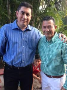 Román Sánchez Barrios con el alcalde electo de Iguala