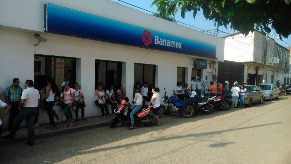 En Tierra Caliente; bloqueos, toma de sucursales bancarias y tiendas departamentales