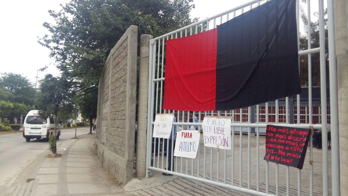 """""""No saludo a pobretones""""; discrimina maestro a alumno en la escuela de Economía de la UAGro"""