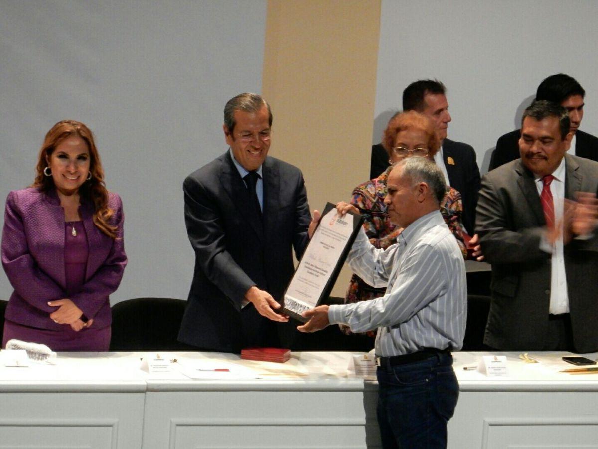 Entre halagos y reclamos se da la transición de Gobierno en Guerrero