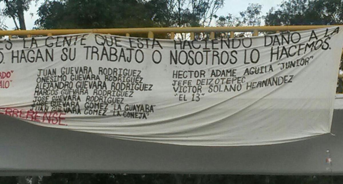 Aparecen narco-mantas en Chilpancingo, en primer día de Gobierno de Astudillo