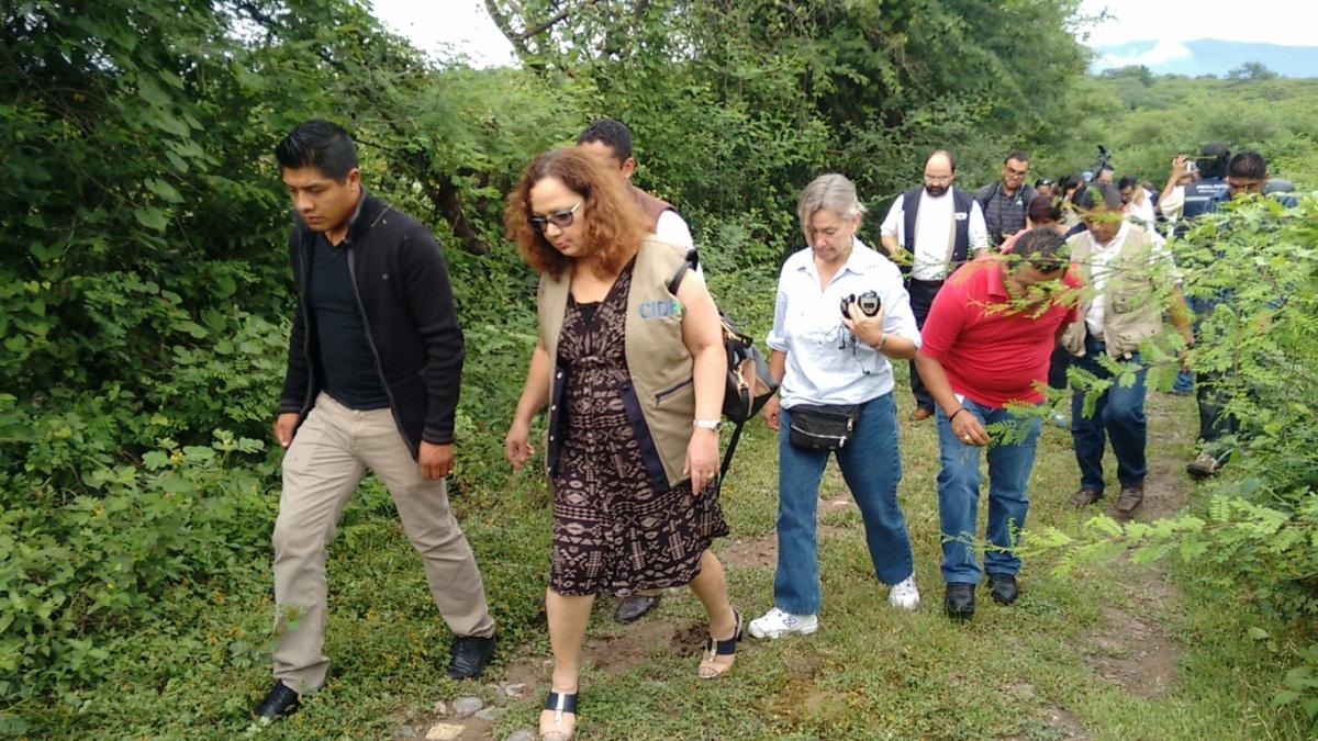 """""""Los otros desaparecidos"""" llevan a la CIDH a la zona de fosas de Iguala"""