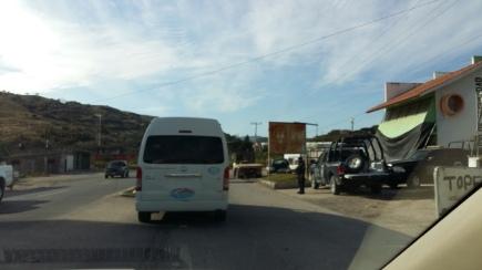 De camino a Zitlala desde Chilpancingo (capital del Estado), en una hora y media aproximadamente en vehículo particular, se pueden observar al menos cuatro retenes de la Policía Estatal en la ruta que conecta a la zona centro con la Montaña alta, que es precisamente la que se disputan los Rojos y Los Ardillos. (Fotografía: Jonathan Cuevas/API)