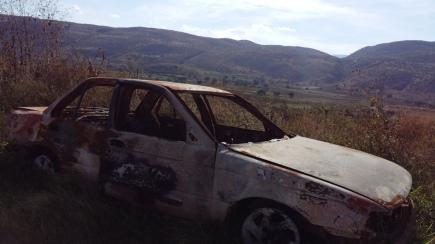 Vehículo quemado el día 06 de octubre por un grupo armado, donde también incineraron a una persona. (Fotografía: Jonathan Cuevas/API)