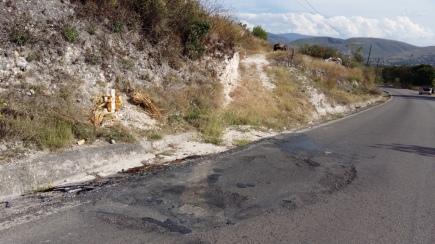 Rastro del fuego donde quemaron un vehículo y a una persona el pasado 06 de octubre, en la entrada de Zitlala. (Fotografía: Jonathan Cuevas/API)