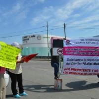 Trabajadores del Hospital de la Madre y el Niño bloquean avenidas en Chilpancingo