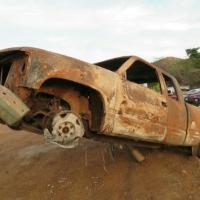 Balacean e incendian dos carros en San Miguel Totolapan